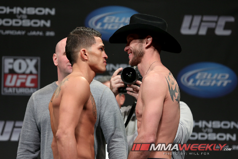08-anthony-pettis-vs-donald-cerrone-ufc-on-fox-6-weigh-3265